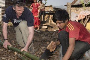 Übernimm ein Ehrenamt bei ShelterBox. Hier ist ein Mitgleid unseres ShelterBox Response Teams beim Einsatz in Nepal zu sehen