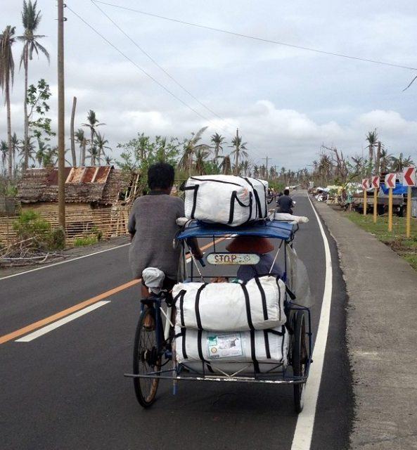 ShelterBox weitet seine Hilfsleistungen auf den Philippinen aus, um mehr Familien in Not helfen zu können, die durch die Zerstörungswucht von Taifun Haiyan ihr Zuhause verloren haben.