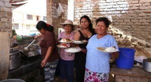 Gemeinschaft beim Kochen in Peru