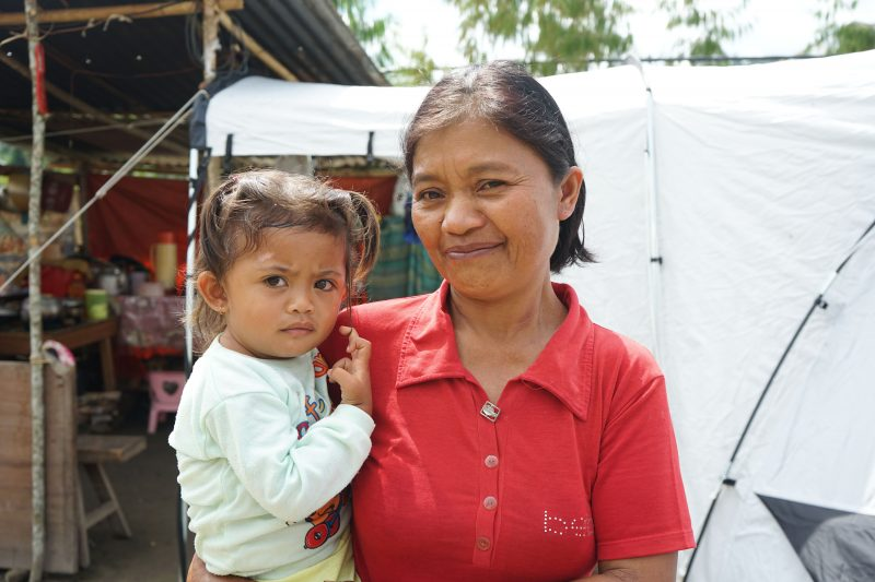 Erti, eine Frau, der ShelterBox nach dem Erdbeben in Indonesien geholfen hat