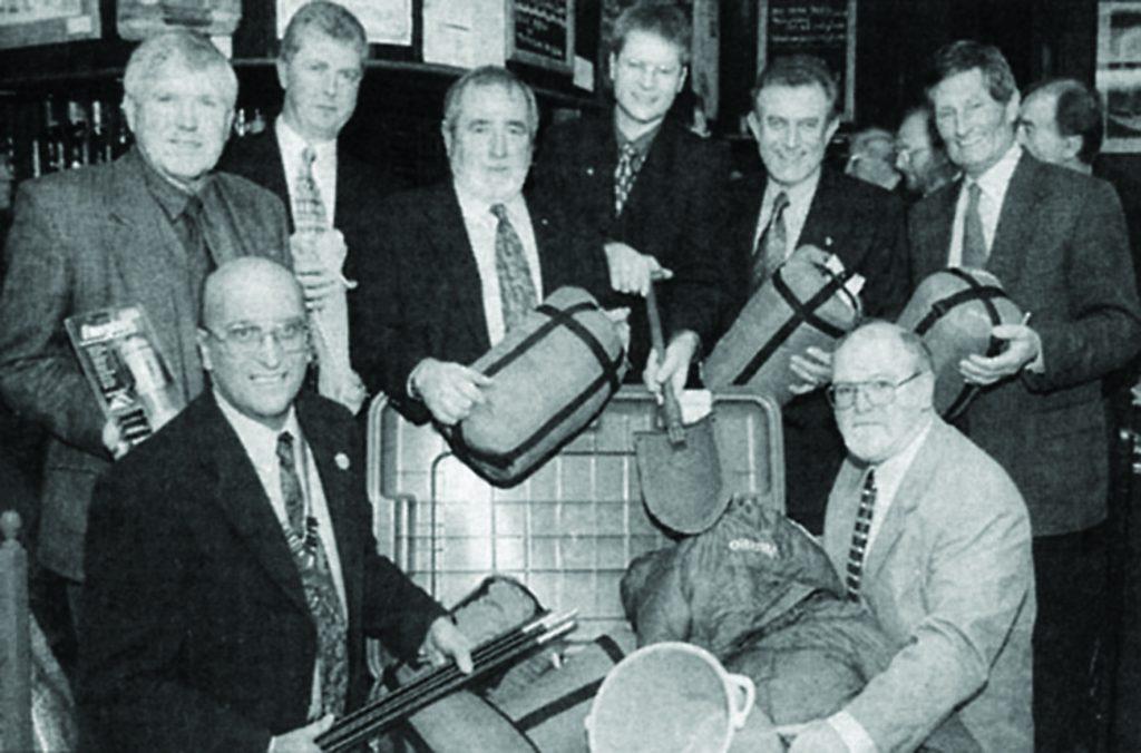 ShelterBox Katastrophenhilfe Gründerfoto aus dem jahr 2000