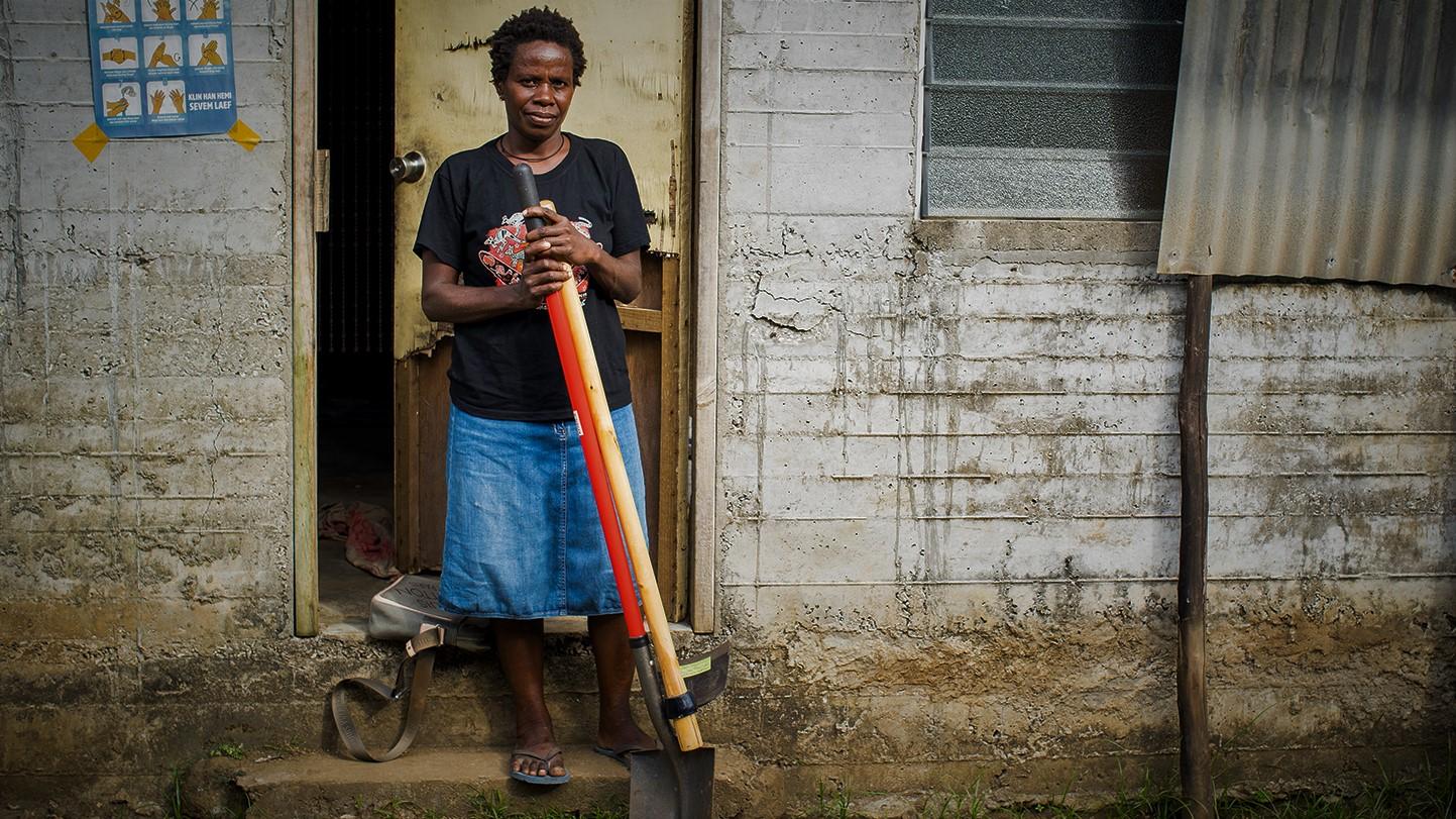 Roslyn nach dem Sturm in Vanuatu mit Hilfsgütern von ShelterBox